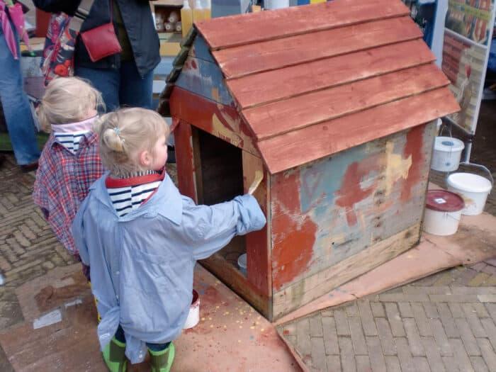Huis schilderen door kinderen