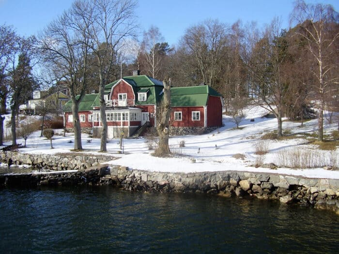 Koperen dak en rode houtverf